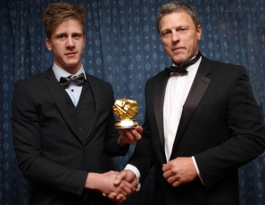 First xv captain Kevin Leatham (right) presents the Fair Play Award to Chris Lewendon. https://idrismartin.wordpress.com/