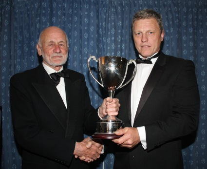 Club President Des Quick (left) presents the Paul Tobutt Award to First xv Captain Kevin Leatham. https://idrismartin.wordpress.com/