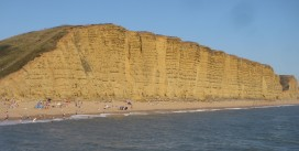 Despite all of the warnings & evidence of recent rock falls some people expose themselves to danger by venturing beneath the cliffs on the Jurassic Coast. https://idrismartin.wordpress.com/
