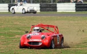 Castle Combe 28/08/2017 Castle Combe 28/08/2017 Castle Combe 28/08/2017. MG Midget & Sprite Challenge. Richard Perry in his Austin Healey Sprite 1380 takes a short cut around Quarry Corner. https://idrismartin.wordpress.com/